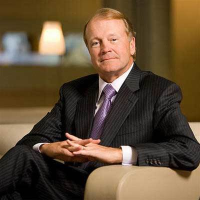 Cisco's Chambers to step down, names successors
