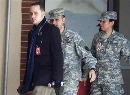 Ex-hacker Lamo testifies against US Army leaks suspect