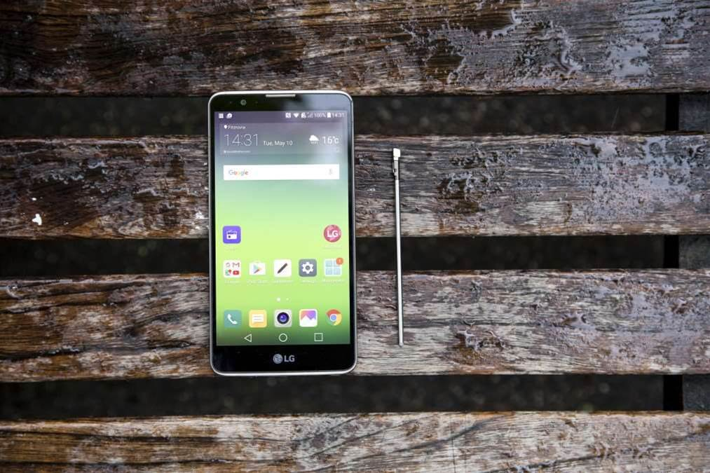 A big-screen phone for under $450: LG Stylus reviewed