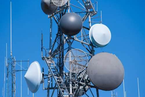 ACMA eyes Telstra microwave spectrum for broadband