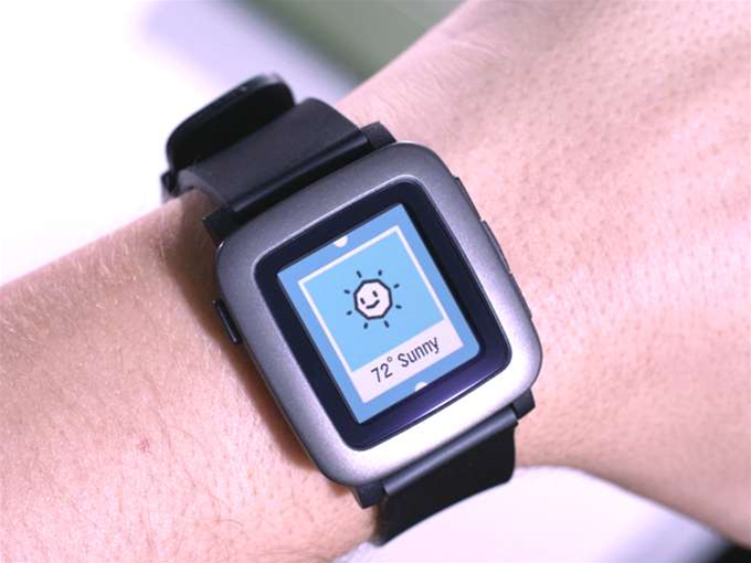 Pebble's New Color E Ink Smartwatch Gets Funded In Minutes