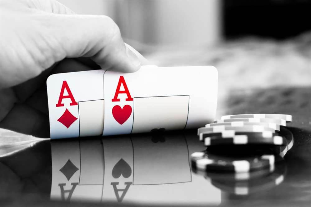 VXers physically install malware to spy on pro poker player