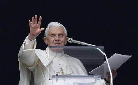 """Pope gives a qualified """"like"""" to social networks"""