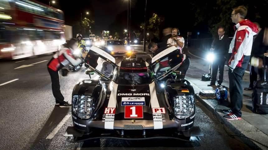 Mark Webber just drove a Porsche 919 Hybrid racer through London