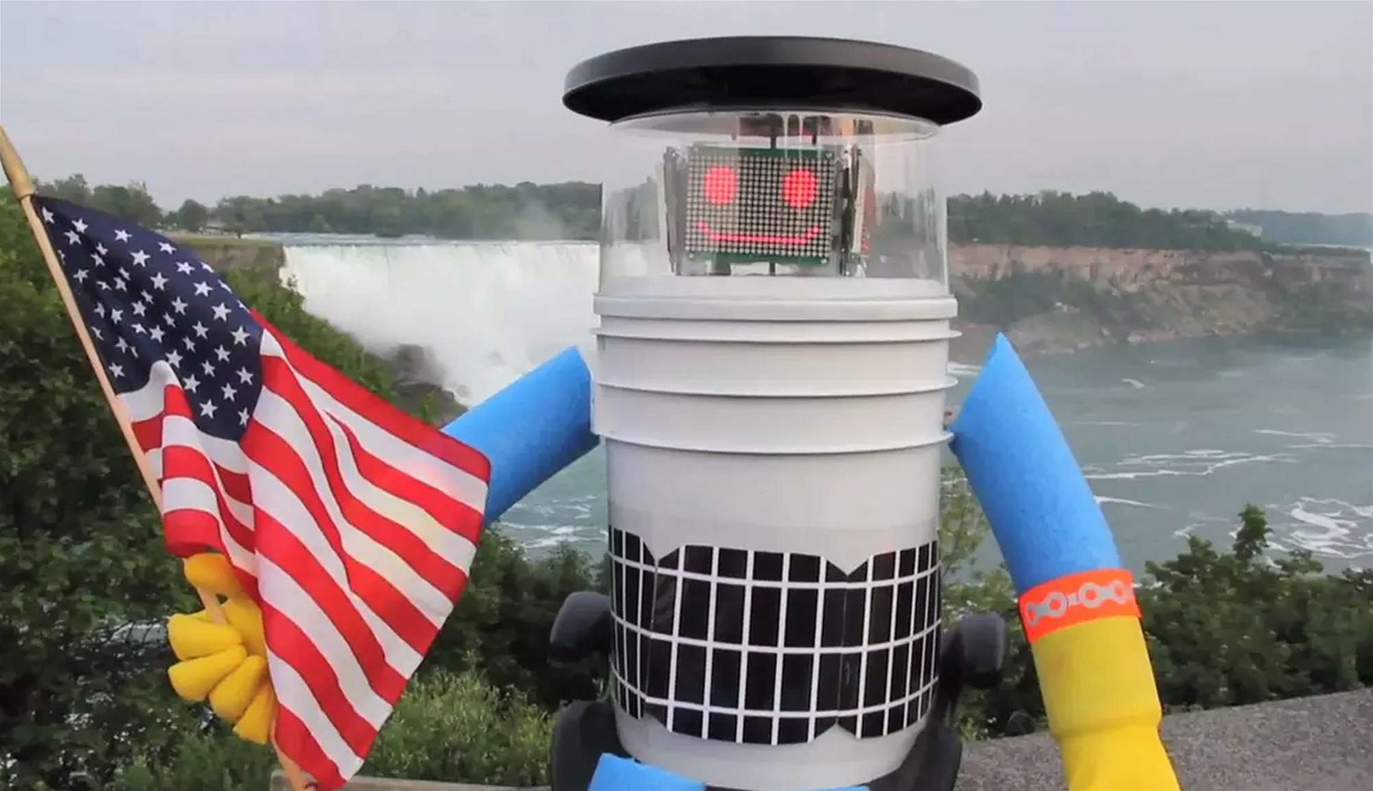 There's A Robot Hitchhiking Across The United States