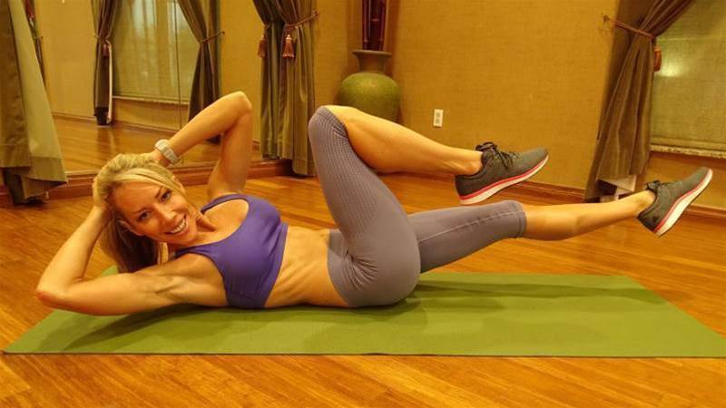 The 10-Minute, Equipment-Free Workout That Sculpts Your Side Abs