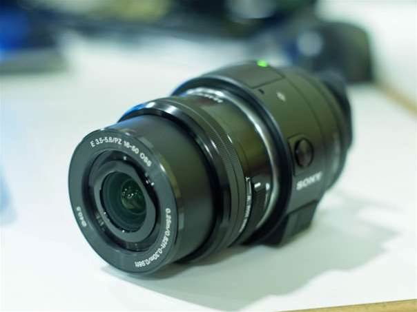 Hands-on with Sony's DSLR-quality phone add-on, the Sony QX1