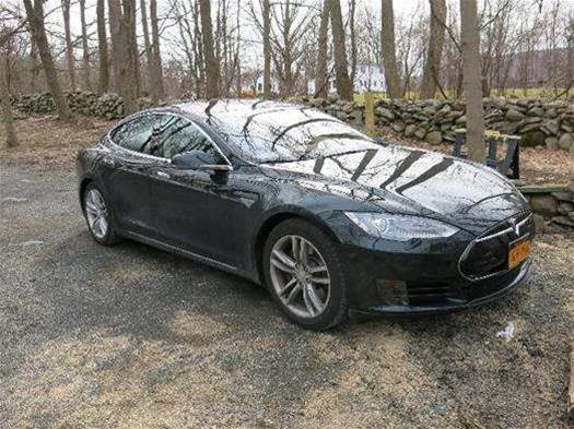 Tesla Motors opens its patents to the public