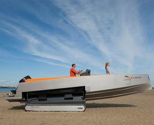 The Iguana 29: A Speed Boat That Morphs Into a Tank-Tracked Beach Lander