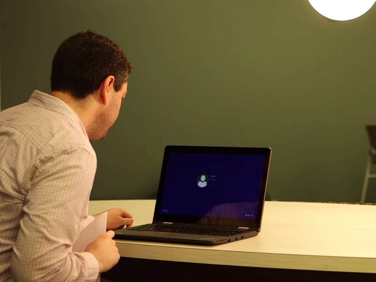 Use your eye, face, or fingerprint to unlock Windows 10 devices