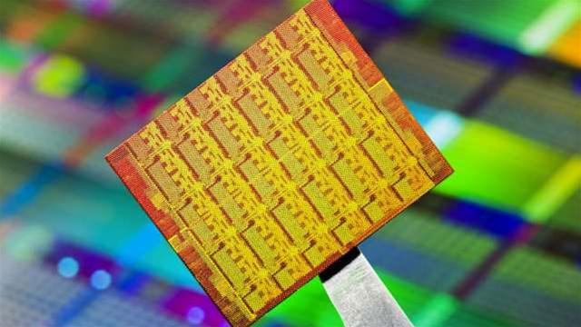 Intel shows off 50-core processor