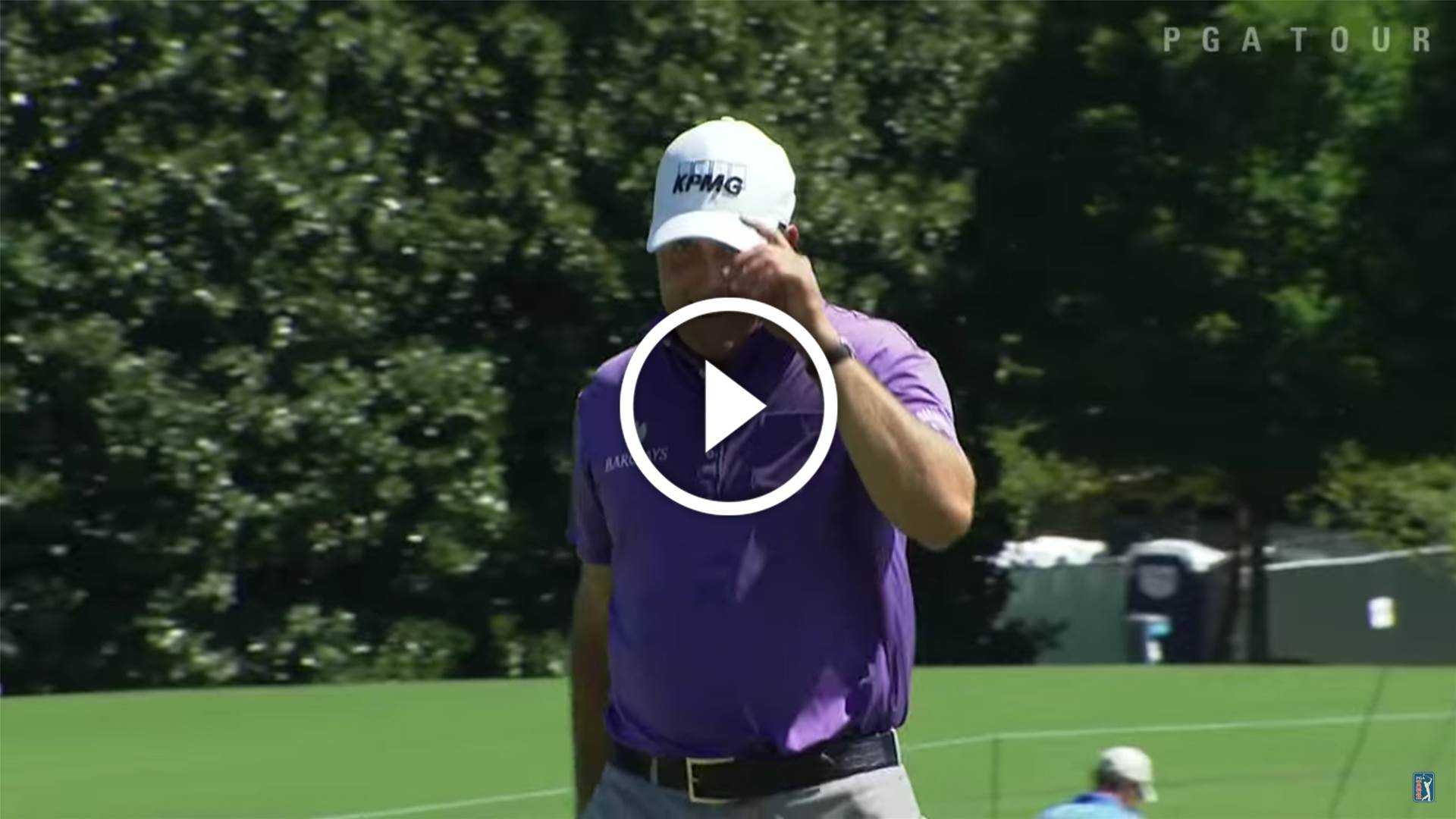 PGA TOUR: Mickelson drains a 94-foot birdie bomb