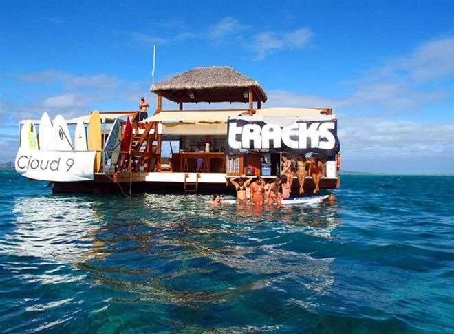 Tracks Party, Fiji