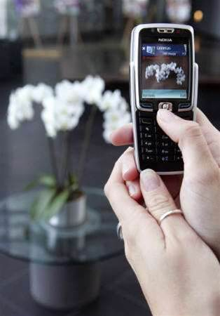 Nokia Q3 profit up, but sales prices suffer