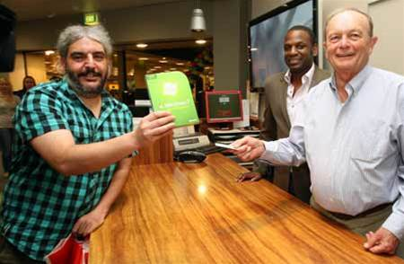 Midnight madness: First sales of Windows 7 begin in Australia