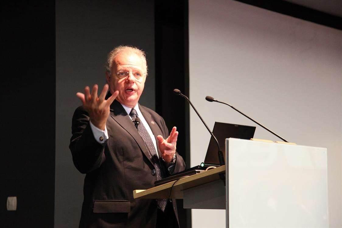 Howard Schmidt: mobile devices next attack vector