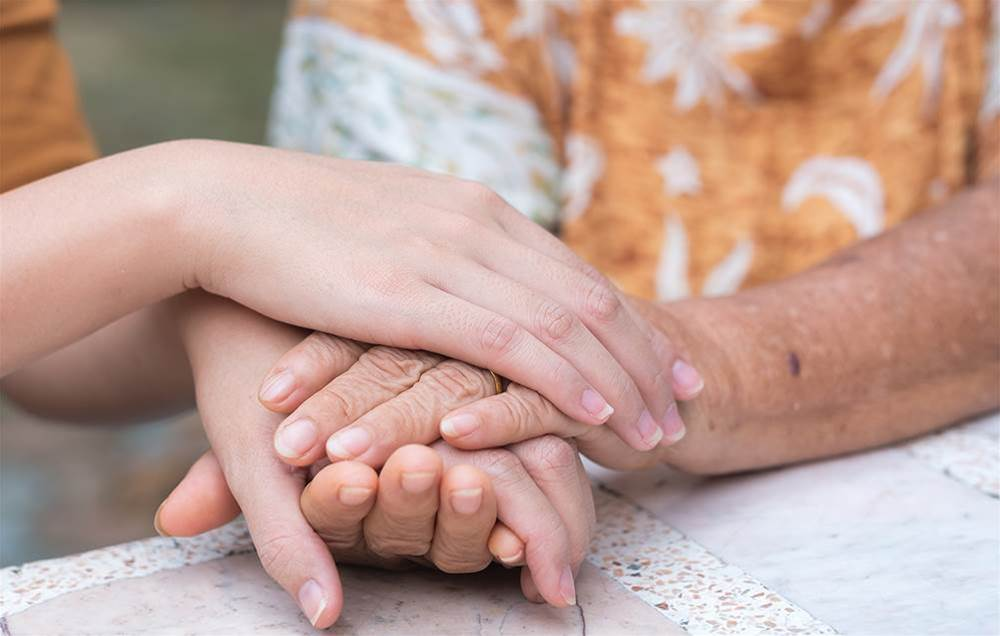 6 Things to Say to Someone With Alzheimer's (And 3 Things to Never Say)