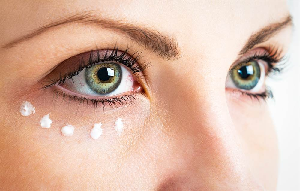 10 Make-up Tricks That Hide Wrinkles