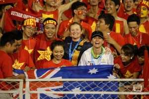 Sarah Groube (R) and Cheryl Downes (L) join the Vietnam cheer squad | Photo: Emily Mogic Photography
