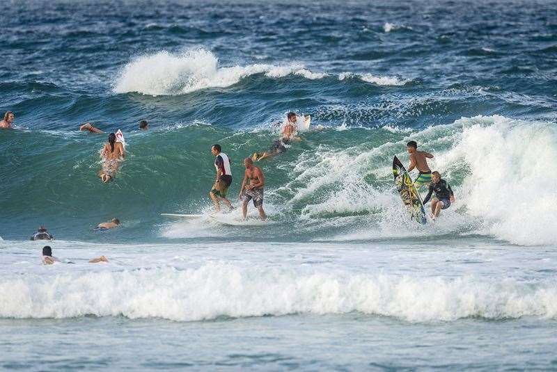 Look at all these mates having a great time at Snapper. That's what surfing is all about. Photo Joli