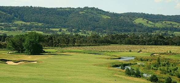 The par-5 10th shows  off the surrounding  Yarra Valley scenery.