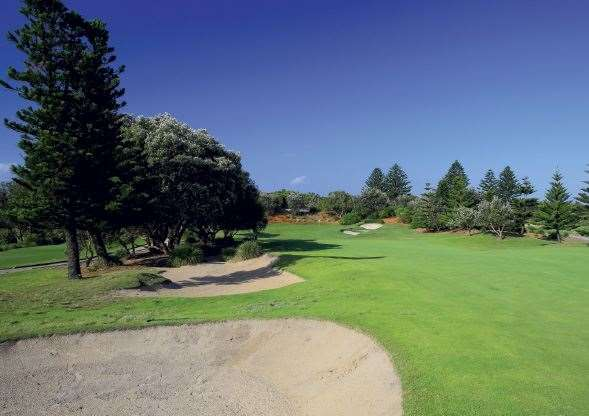 Shelly Beach Golf Club. The 1st hole, redesigned a few years ago, is a terrific 500-metre par-5 where accuracy and length are rewarded.