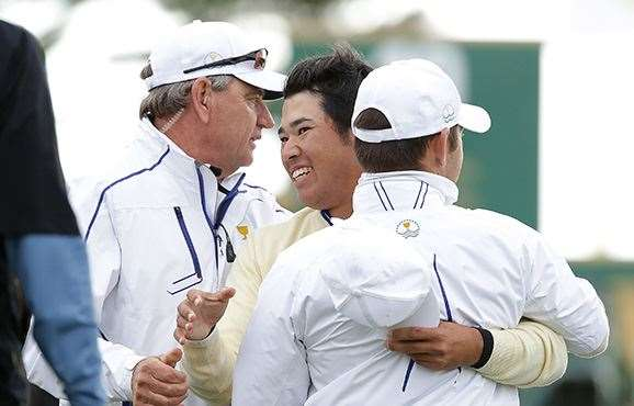 Hideki Matsuyama celebrates with captain Nick Price and Louis Oosthuizen after his win. PHOTO:Chung Sung-Jun/Getty Images.