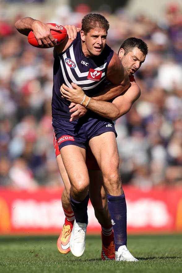 PERTH, AUSTRALIA - SEPTEMBER 12: Aaron Sandilands of the Dockers looks to break from Heath Grundy of the Swans during the First AFL Qualifying Final match between the Fremantle Dockers and the Sydney Swans at Domain Stadium on September 12, 2015 in Perth, Australia. (Photo by Paul Kane/Getty Images)