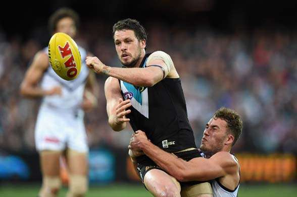 ADELAIDE, AUSTRALIA - SEPTEMBER 05: Travis Boak of the Power handballs during the round 23 AFL match between the Port Adelaide Power and the Fremantle Dockers at Adelaide Oval on September 5, 2015 in Adelaide, Australia. (Photo by Daniel Kalisz/Getty Images)