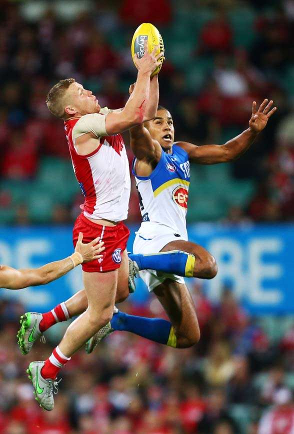 SYDNEY, AUSTRALIA - SEPTEMBER 05: Daniel Hannebery of the Swans is challenged by Touk Miller of the Suns during the round 23 AFL match between the Sydney Swans and the Gold Coast Suns at Sydney Cricket Ground on September 5, 2015 in Sydney, Australia. (Photo by Matt King/Getty Images)