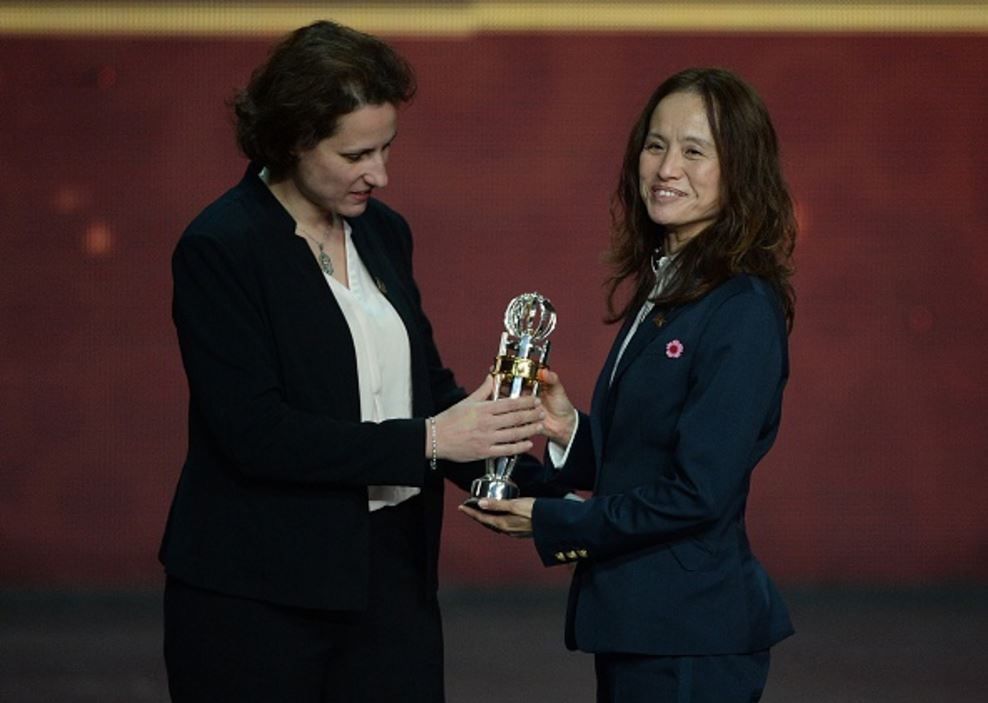 With her 4th AFC Coach of the Year Award (Photo: Getty Images)