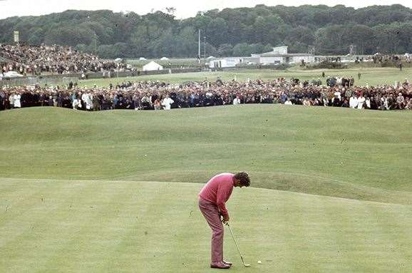Doug Sanders misses his putt to win The Open. PHOTO: A. Jones/Express/Getty Images.
