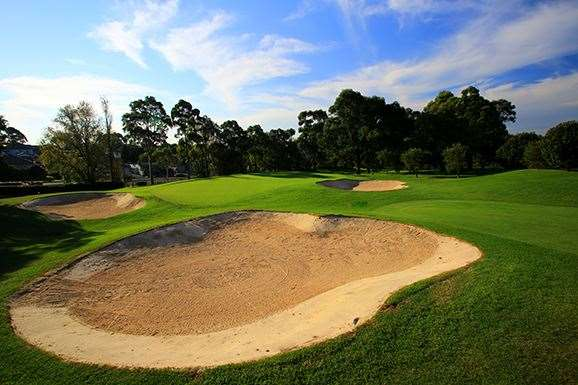 The heavily-bunkered par-3 6th hole.