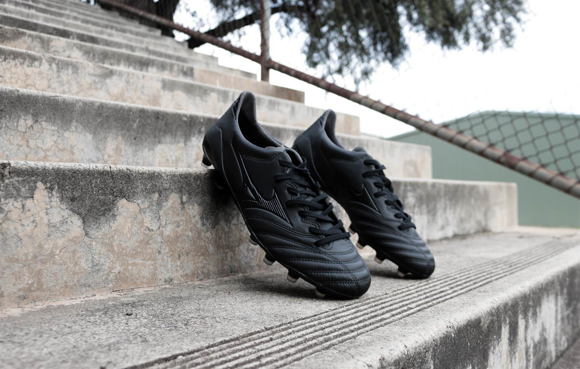 low priced 40df4 6a86f Gallery: Mizuno's deadly blackout Morelia Neo II - Boots ...