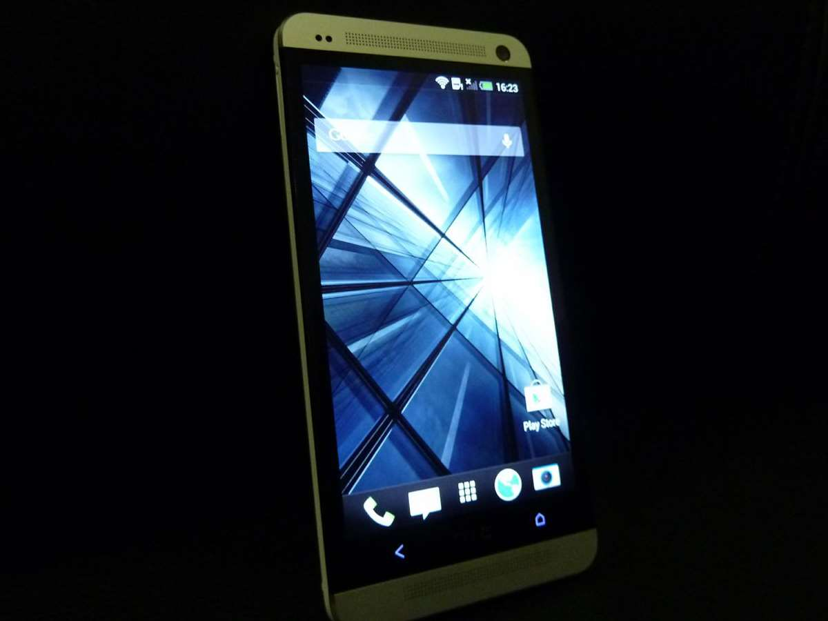 HTC-One-hands-on-review-homescreen