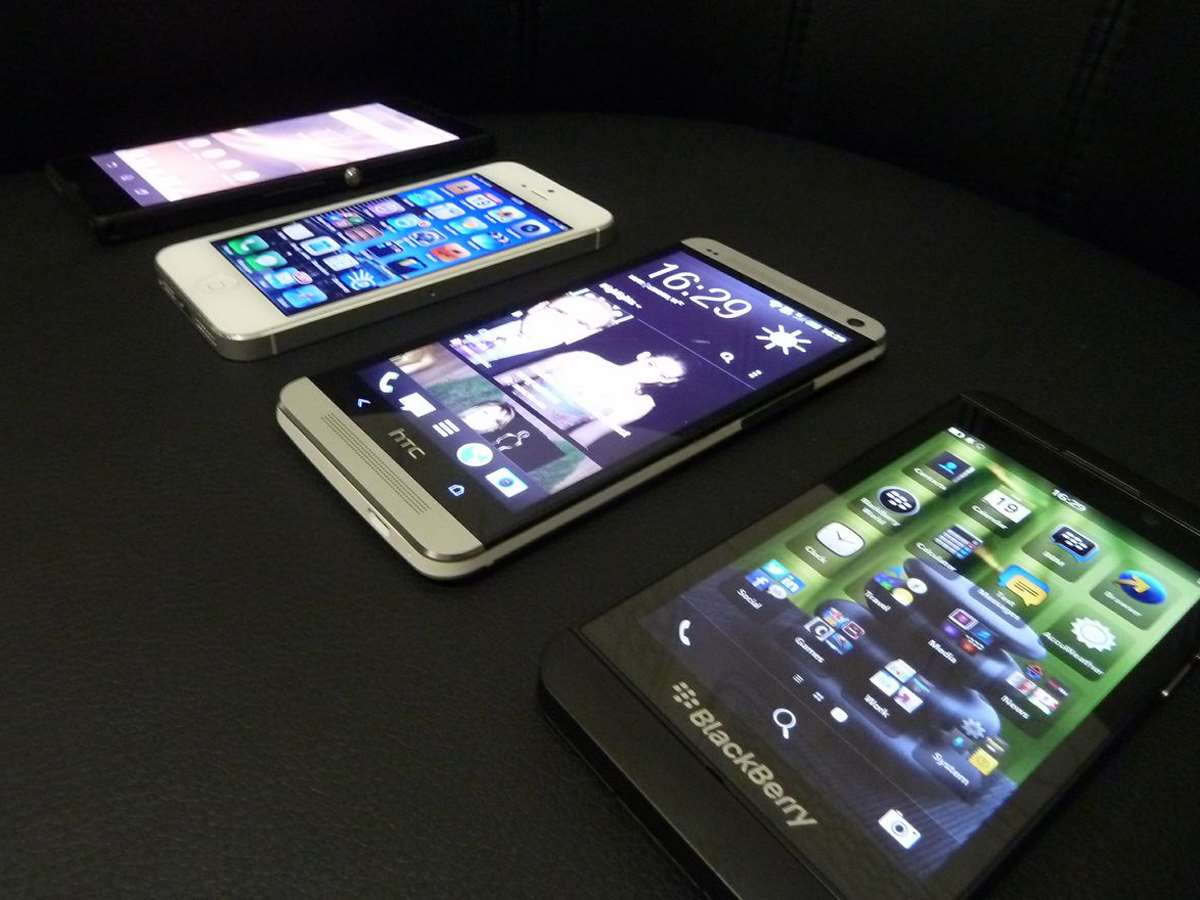 HTC-One-hands-on-review-comparison