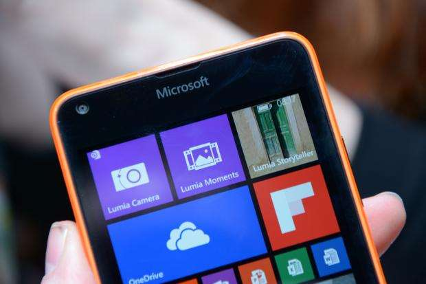 Microsoft Lumia 640 - top half