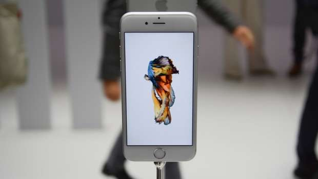 Apple iPhone 6s review: Main shot from front