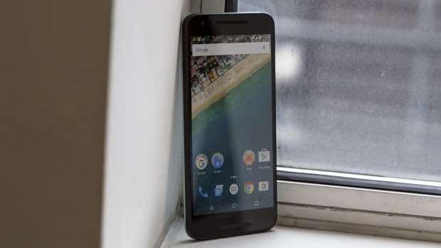 Google Nexus 5: Front, left side showing