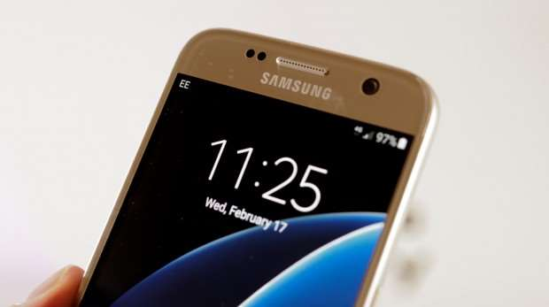 Samsung Galaxy S7 review: Closeup of front