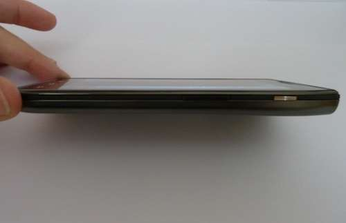 motorola RAZR maxx hands on review 8.9mm thick