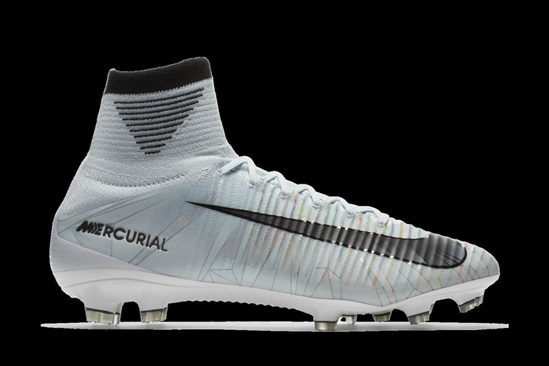 4b910e4b3ca Diamonds   boots  Ronaldo s new Nikes