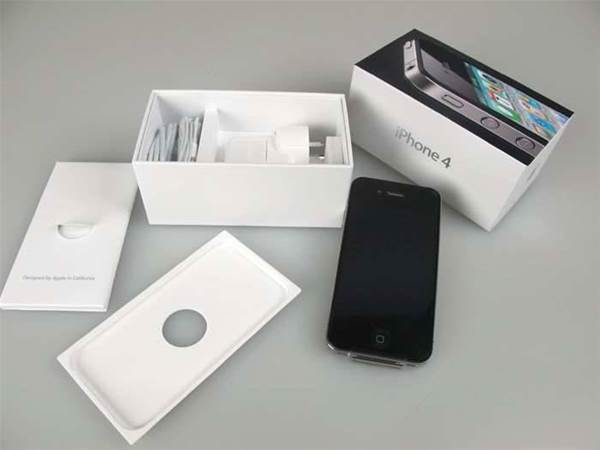 Iphone 4 Unboxed And Dressed To The Nines Pc Tech Authority