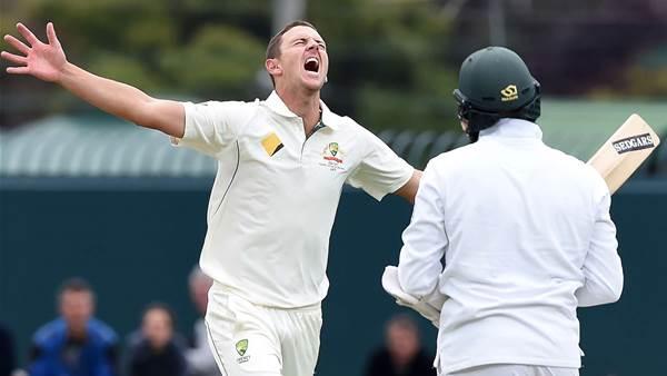 Australia's batsmen must start supporting their bowlers
