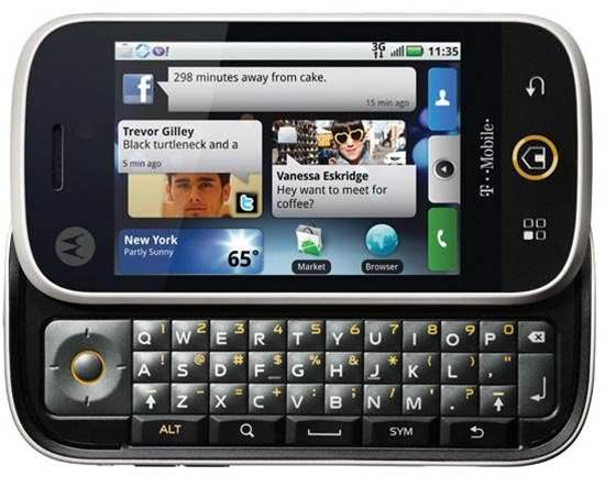 Motorola's DEXT scores top marks for Facebook users, but keyboard is a let-down