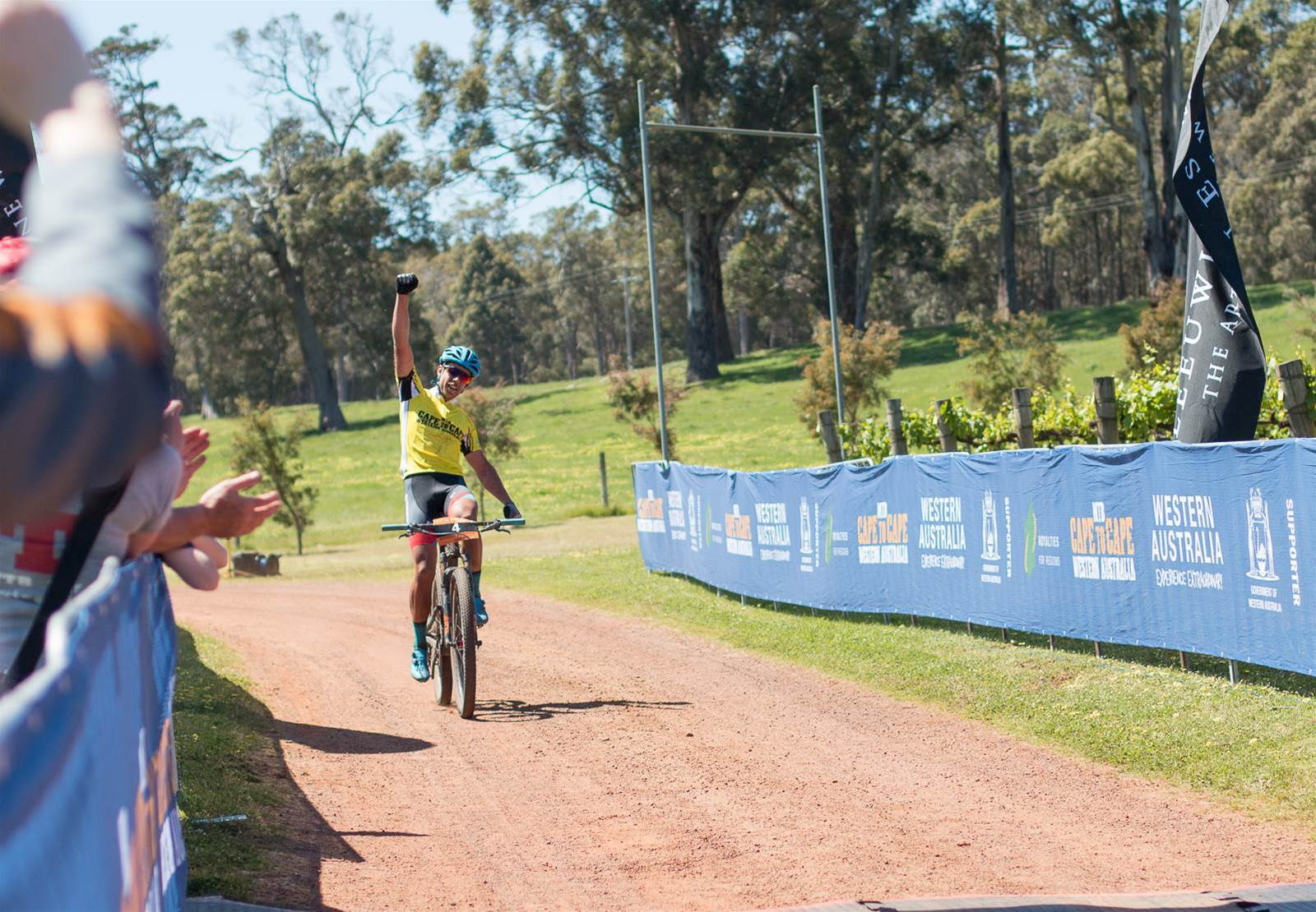 Leaders double up at Cape to Cape