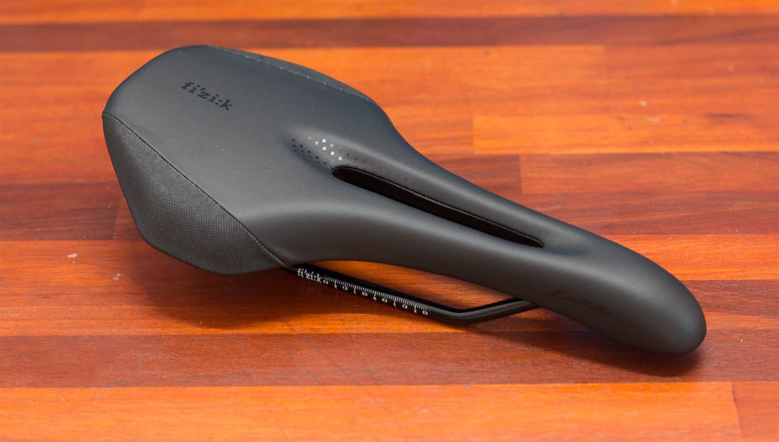 FIRST LOOK: fi'zi:k Luna X5 women's saddle