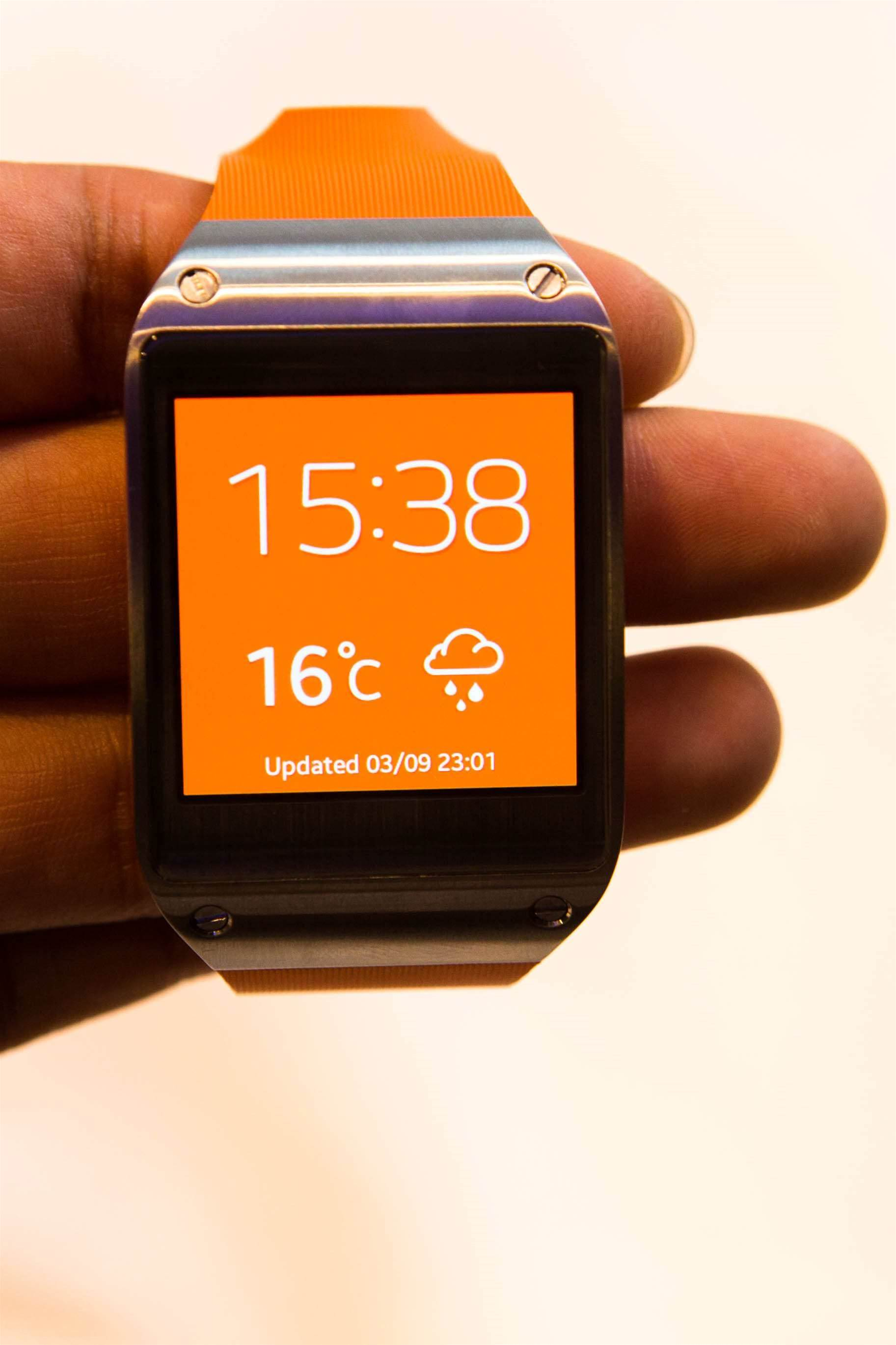 "The Galaxy Gear's touchscreen measures 1.63"" diagonally and has a resolution of 320 x 320 pixels. Like Samsung's top-of-the-range smartphones, it uses the Super AMOLED display technology. The homescreen consists of an interchangeable clock face; 10 different clock faces are included, and you can also create your own."