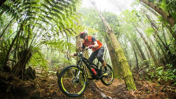 Masters and Ravanel slide to EWS Round 1 victories
