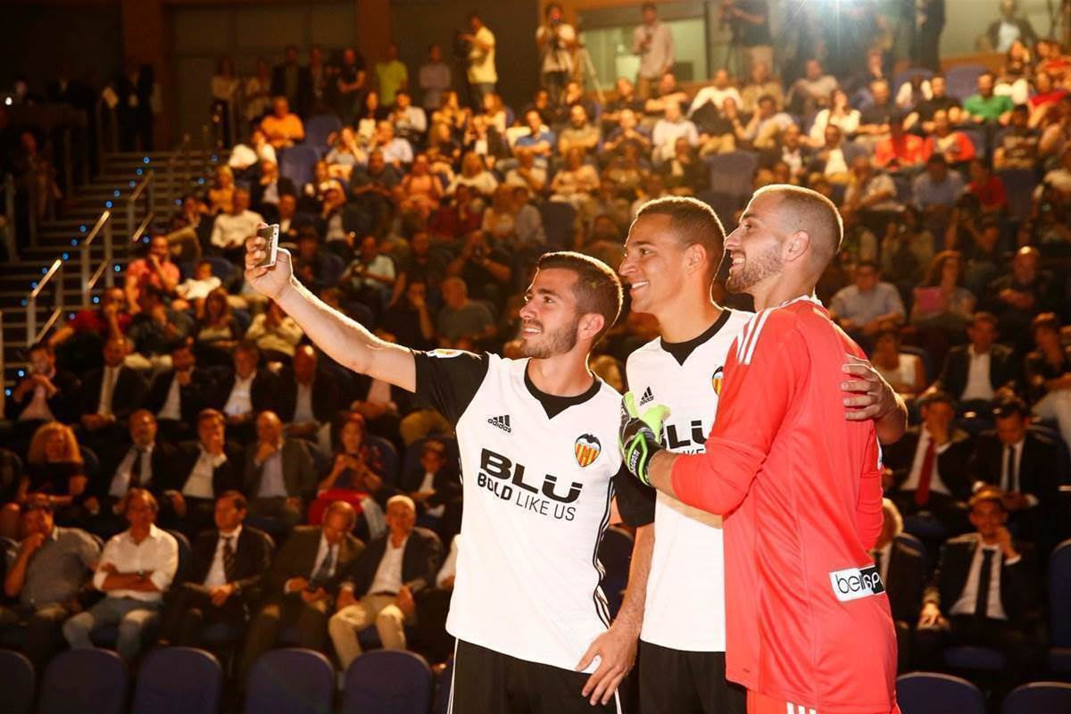 Gallery: Valencia's 2017-18 home kit unveiled